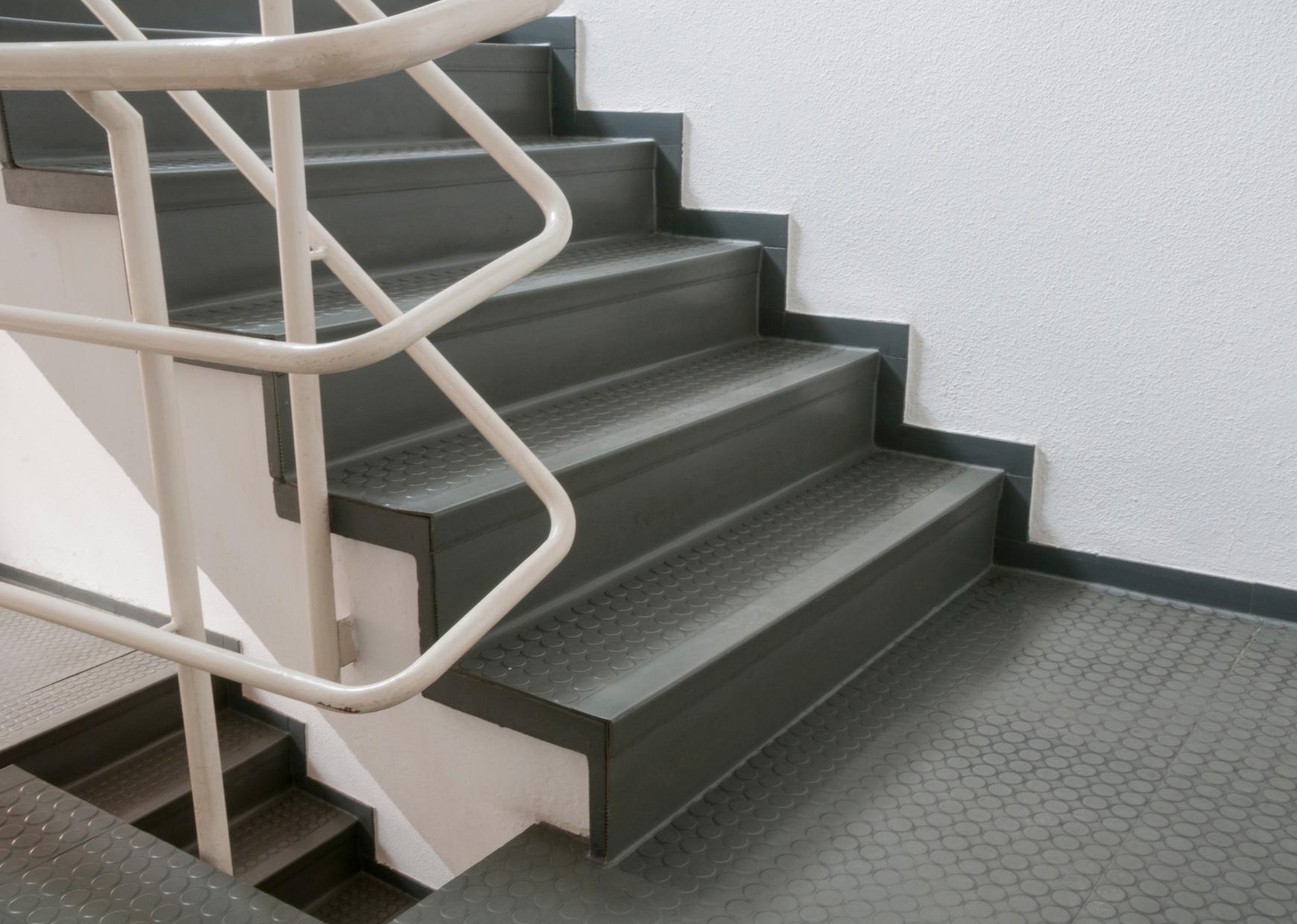 Treppenreinigung, Treppenhausreinigung von Gebäudereinigung Altenstadt Wetterau